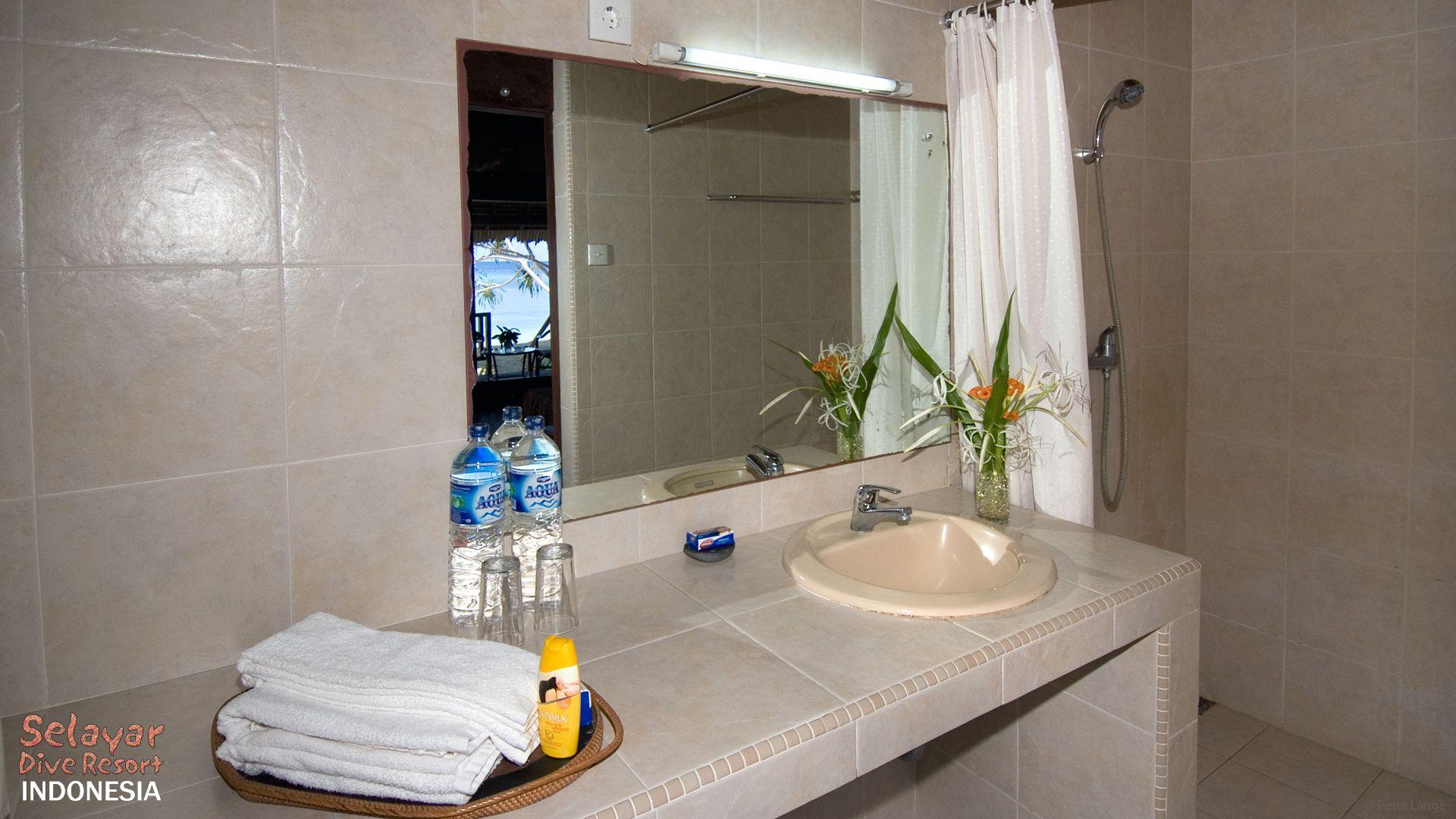 Eco Resort Indonesia Bathroom
